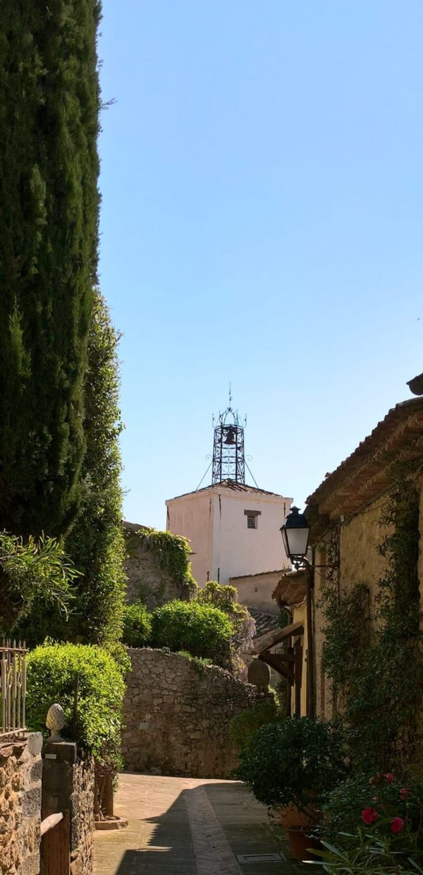 top tips provence cote d'azur Small street in Grimaud